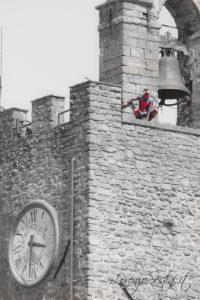 Uomo ragno nella torre del cassero a Monte San Savino.