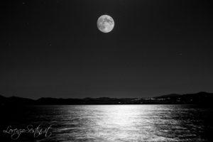 Luna al Lago Trasimeno.