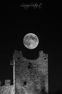 Luna sulla torre del Lago Trasimeno